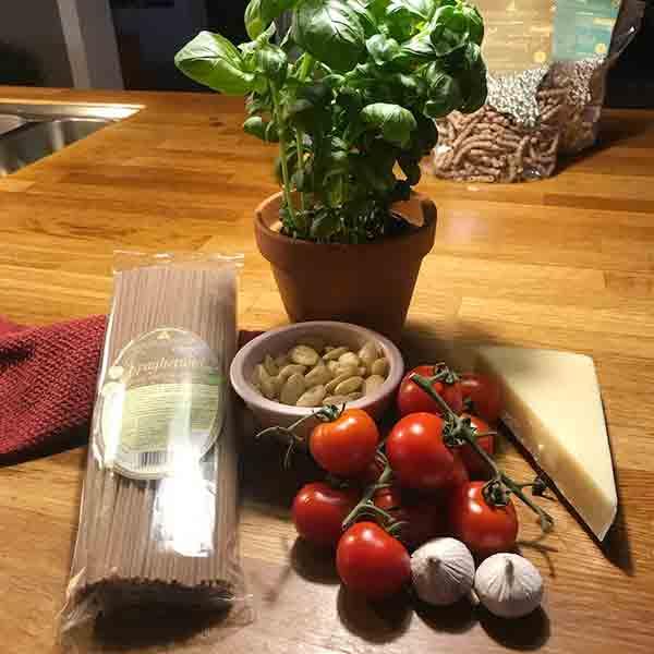 Her ser du ingredienserne til Pesto alla Trapanese – SIKANI